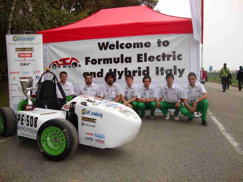 Second place in Turin in October 2010. First ecoR2 and UPC ecoRacing team (From left to right: Jose Luis García, Francesc Xavier Moreno, Edgar Aneas, Joel Cibil, Noël Sánchez, Xavi Bassons and Baltasar López, Team Leader).