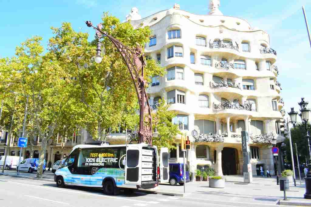 MILLOR BATTERY minibus in barcelona driving