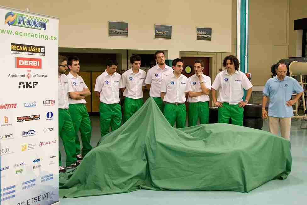 Presentation of the first UPC ecoRacing ecoR2 on July 9, 2010